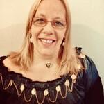 Taróloga e Terapeuta Holística - Safira Tarologa