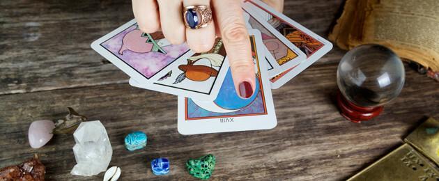 Apprendre à tirer les cartes   Avec quel tarot commencer   9b8f775446fc